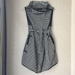 Akira Houndstooth Wool Blend Sleeveless Duster